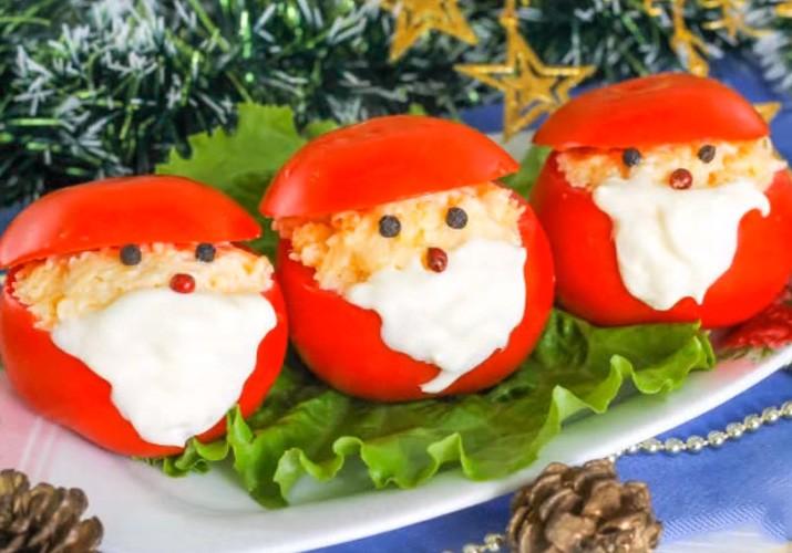 Закуска с помидорами и сыром Дед Мороз