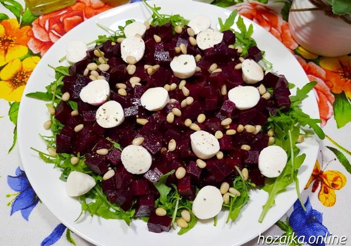 салат с рукколой и свеклой