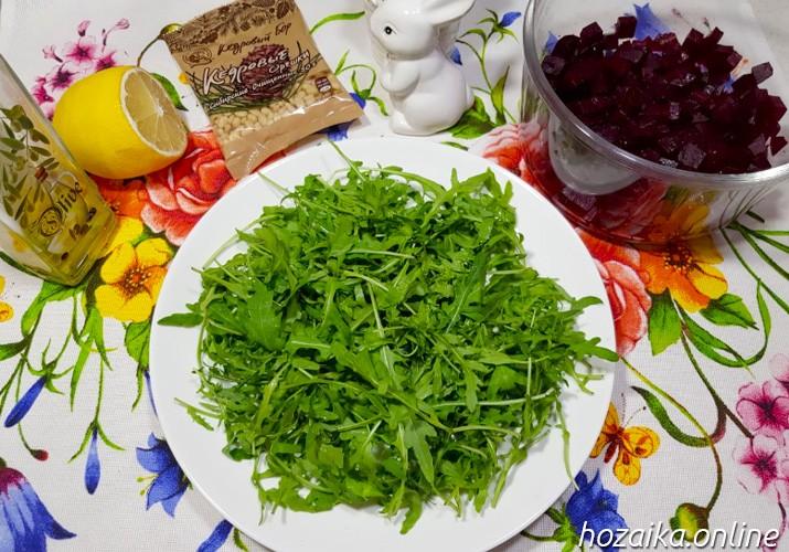 основа салата из листьев рукколы