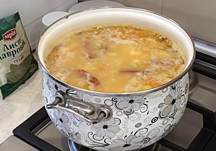 gorohovyj-sup-s-kopchenymi-rebryshkami