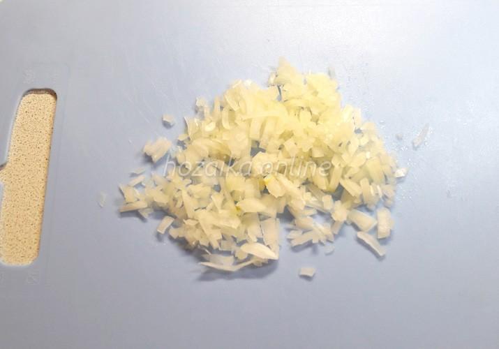 мелко нарезанный лук