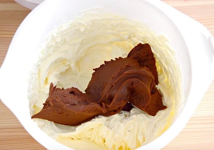 готовим шоколадную глазурь для кулича