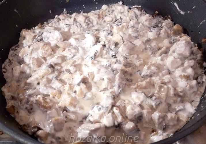 куриное филе с грибами в сметане