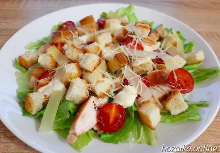 Салат Цезарь с курицей - классические простые рецепты в домашних условиях