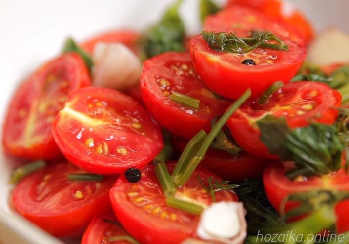малосольные помидоры черри с чесноком и зеленью быстрого приготовления