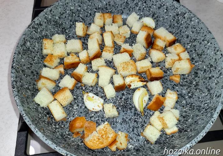 обжарка сухариков с чесноком
