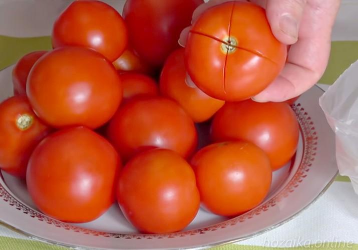крестообразный надрез на помидорах