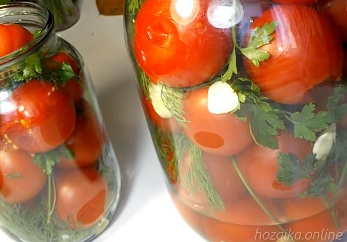 помидоры малосольные с чесноком и зеленью быстрого приготовления в банке