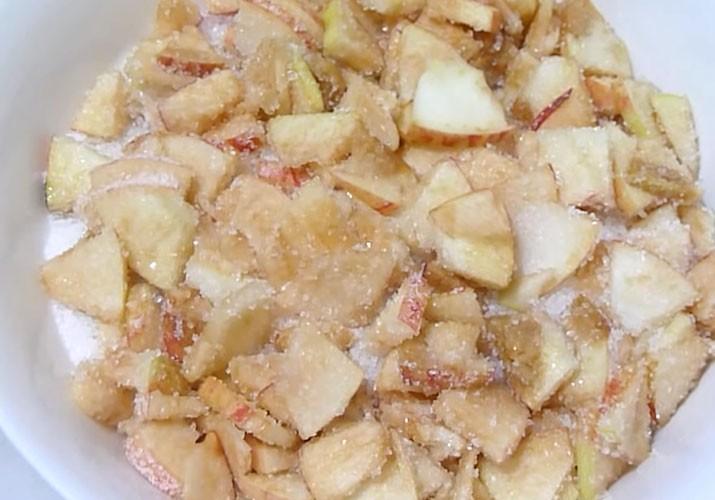 яблочные дольки с сахаром