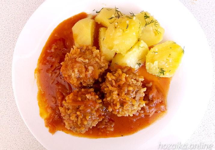 ёжики с рисом и подливкой с картофелем