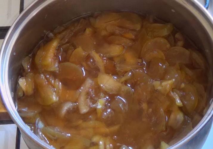варенье из яблок с лимоном в кастрюле