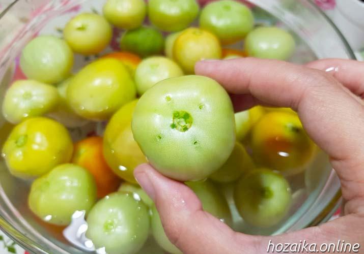 накалывание зеленых томатов
