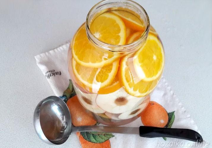 апельсин нарезанный кружками с яблоками в банке