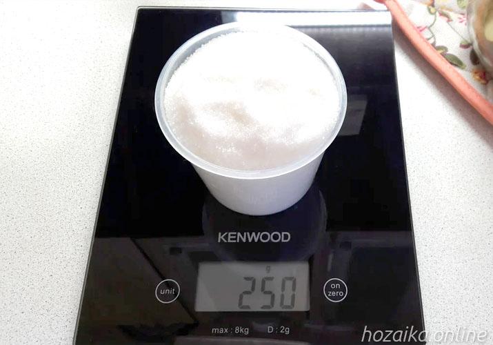 стакан сахара на весах