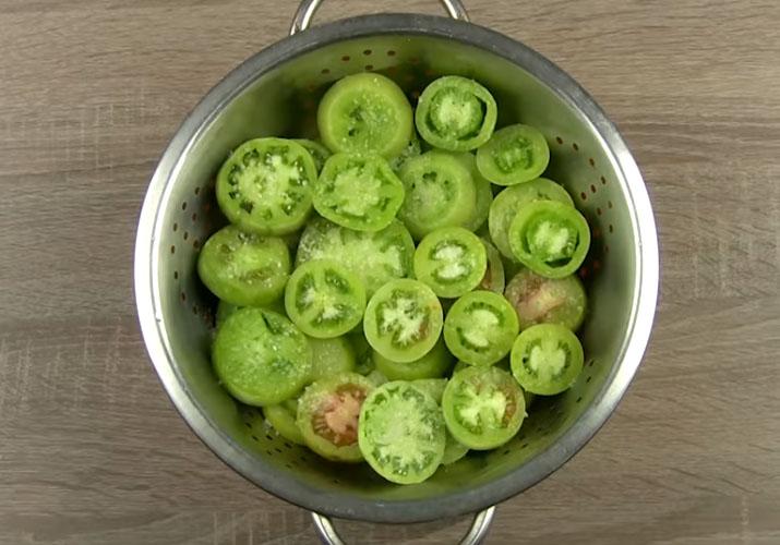 зеленые помидоры нарезанные кружками