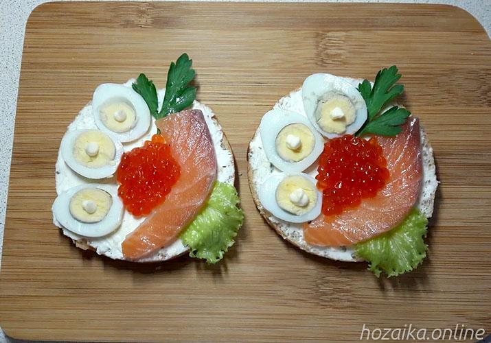 бутерброды с красной рыбой яйцом и икрой