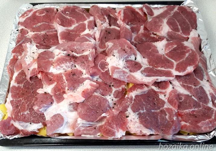 выкладка мяса поверх картофеля