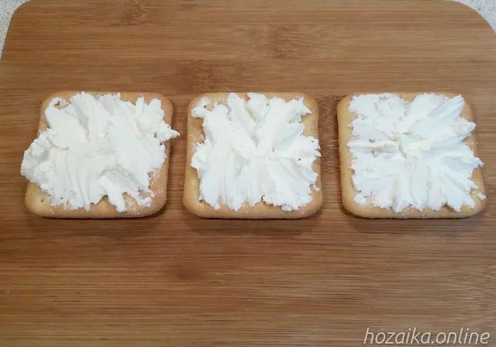 крекеры со сливочным сыром