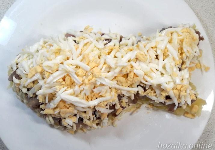 слой яиц на картофеле