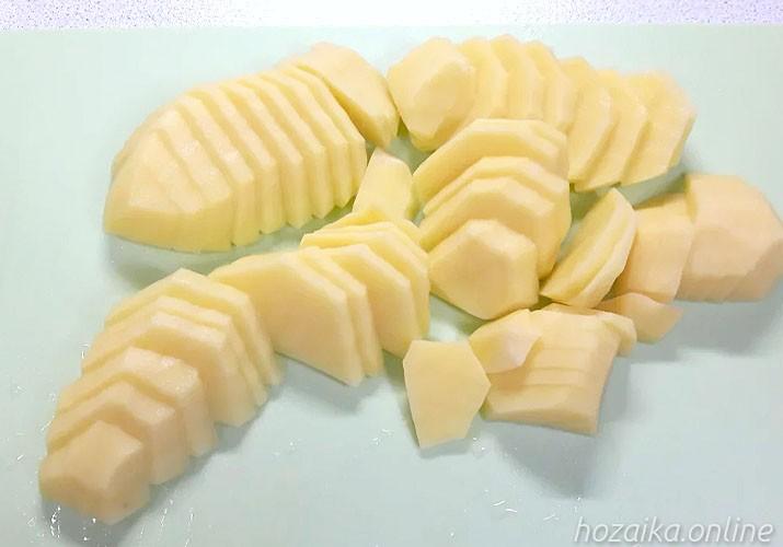 нарезанный картофель ломтиками