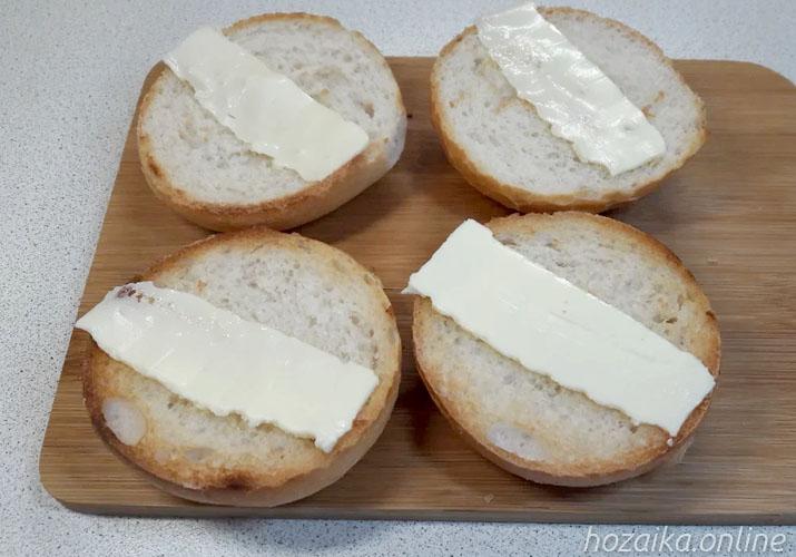 масло на булочках для бутербродов