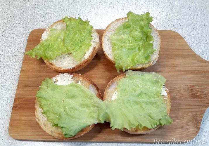 зелень на булочках для бутербродов