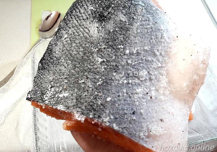 красная рыба натертая солью