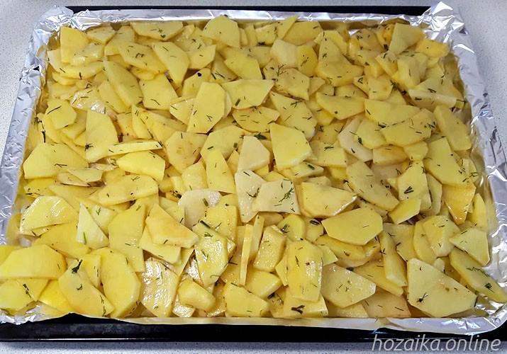 картофель со специями на противне