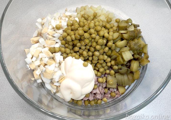 ингредиенты для Оливье с мясом