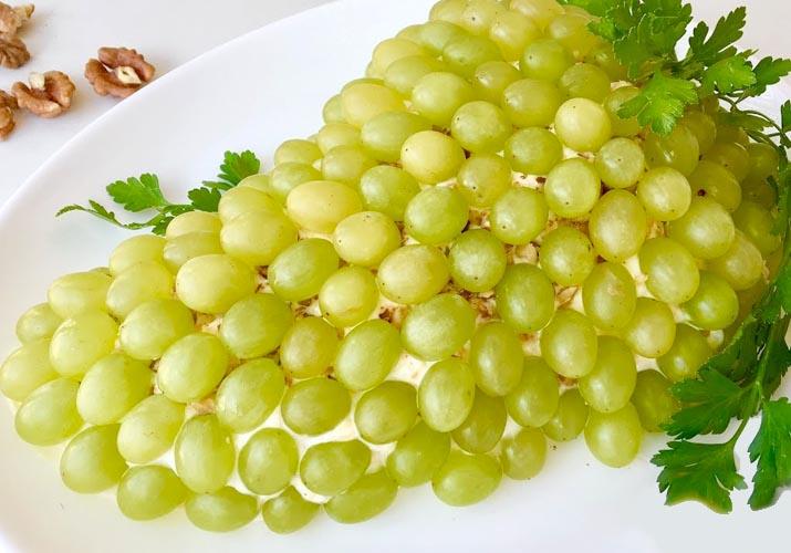 салат Тиффани в форме винограда