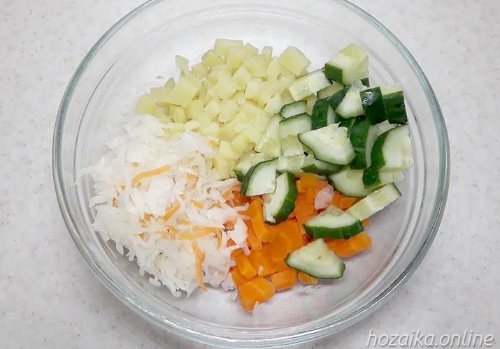 составляющие для салата Винегрет со свежим огурцом