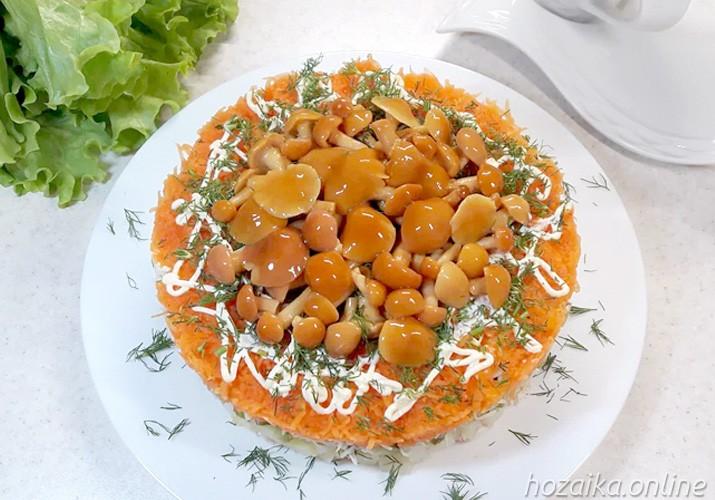 Салат Грибная поляна с опятами, курицей и сыром