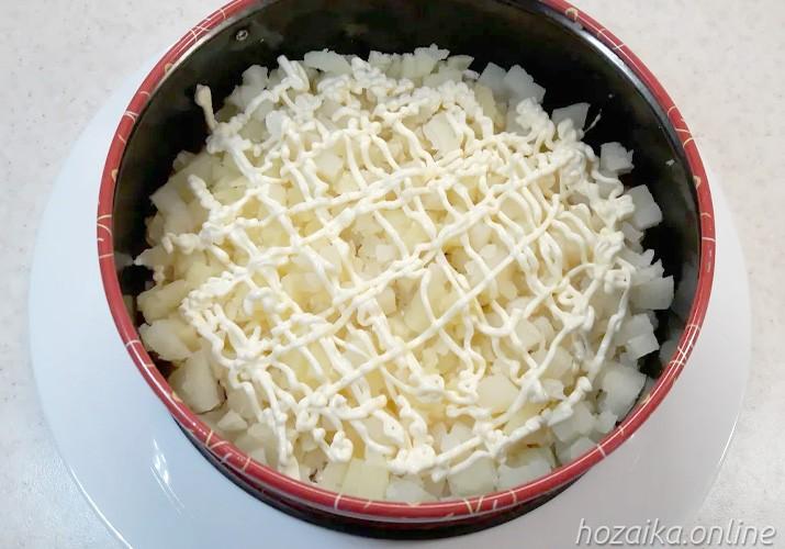 слой картофеля для салата Грибная поляна с опятами курицей и сыром