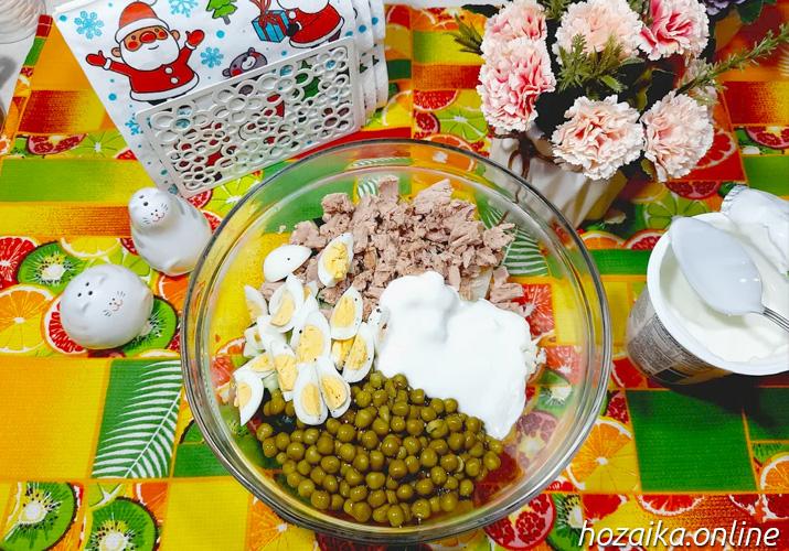 составляющие для диетического оливье в салатнике