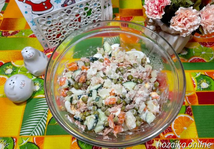 диетический салат оливье в салатнике