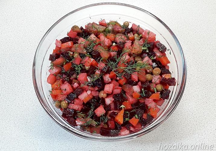 классический винегрет с горошком и солеными огурцами