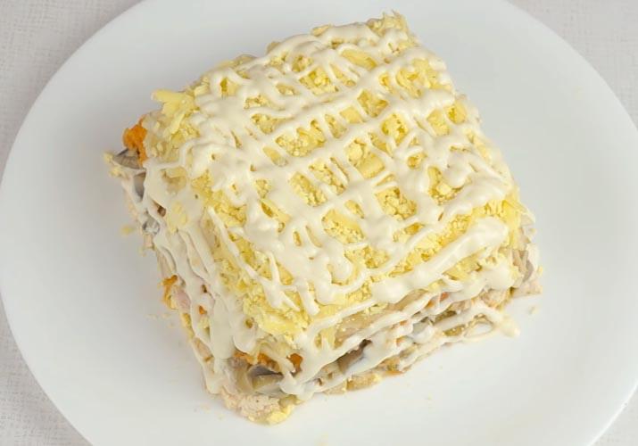 слой тертого желтка для салата Подарок