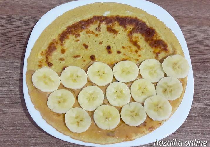 овсяноблин с ломтиками банана