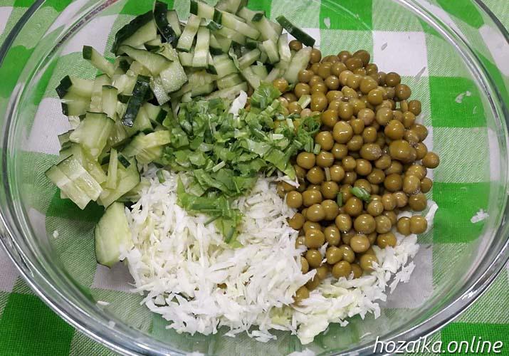 состав салата со свежей капустой и горошком