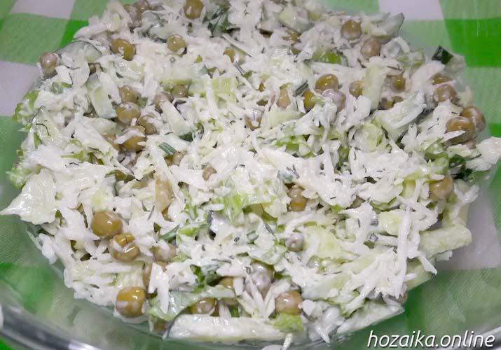 салат из свежей капусты с горошком