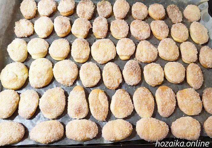 готовое кефирное печенье на противне