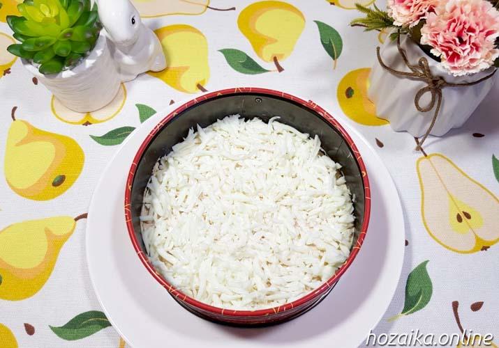 слой тертых белков для салата Мимоза с горбушей