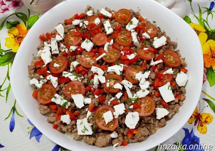 слой томатов, перца и сыра фета