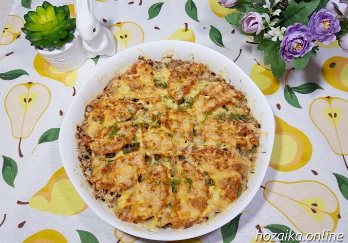 картофельная запеканки с фаршем и помидорами в форме