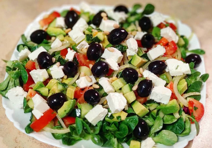 салат Греческий с авокадо