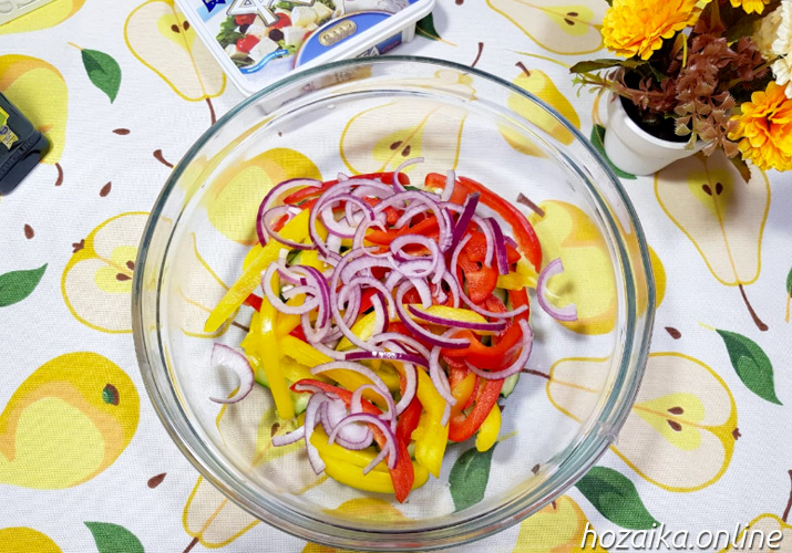 сладкий перец и лук для классического греческого салата