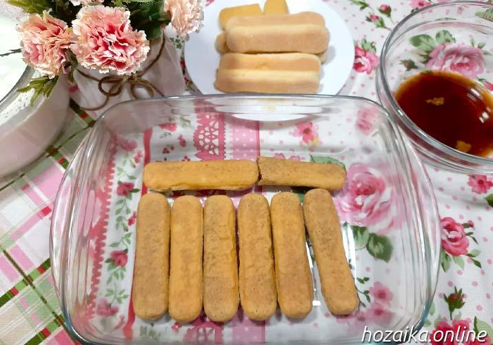 выкладка печенья на дно формы для тирамису без яиц