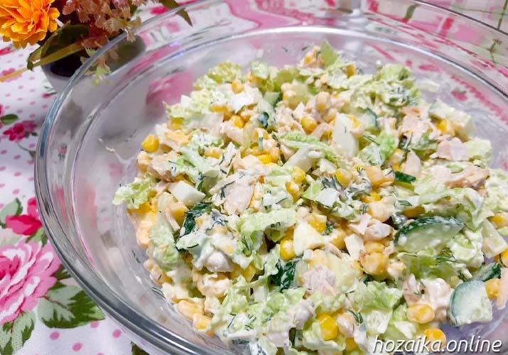 салат из пекинки с кукурузой, огурцом и курицей