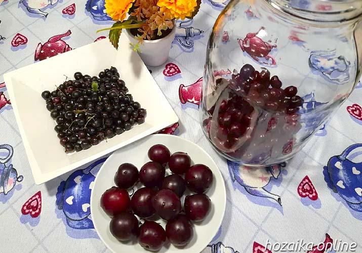 составляющие для вишневого компота со смородиной и алычой
